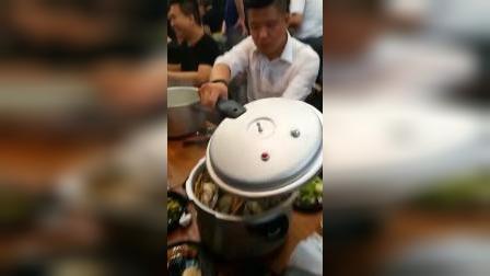 1元可以吃到10只超大生蚝!!