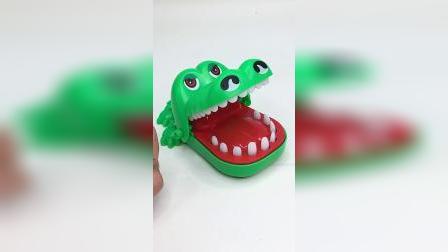 鳄鱼咬人玩具,锻炼宝宝的动作能力