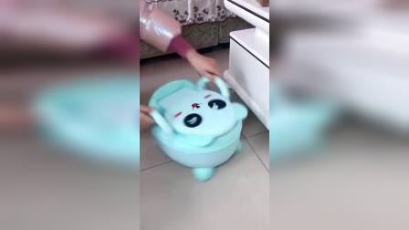 小孩子的移动小马桶,带有小槽 方便清洗