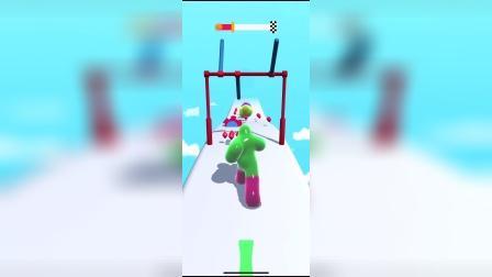 这个小绿人在跳高吗?