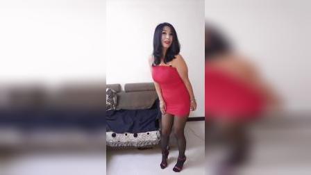 过新年,穿个红色的裙子,希望大家能够喜欢💕