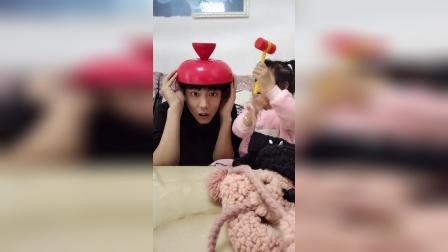 搞笑一家:宝宝真小气,帽子不给爸爸戴