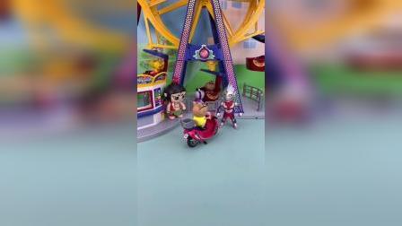 奥特曼给小朋友开门,游乐场不能开车进去,葫芦娃劝说小朋友