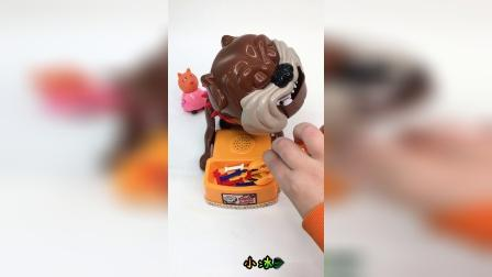 小萌娃们,你敢抢玩具狗狗的骨头吗?
