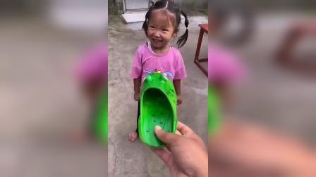 快乐童年-鳄鱼鞋的攻击力太大了