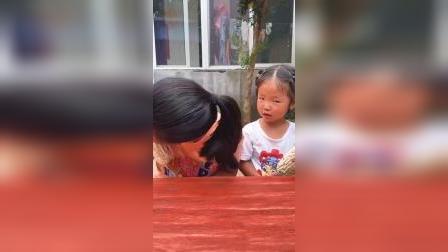 快乐童年-姐姐你怎么把虫子吃掉了?