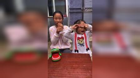 快乐童年-姐姐抢妹妹的奶喝