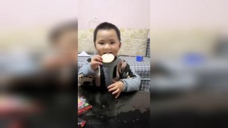我的童年:好吃的旺旺雪饼要和妈妈分享