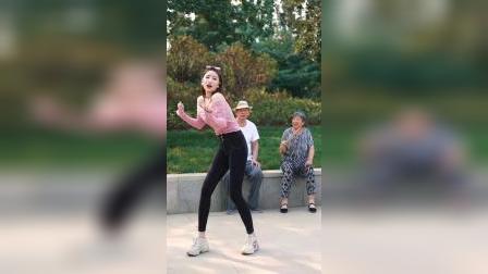 炫舞世家美女大长腿性感热舞