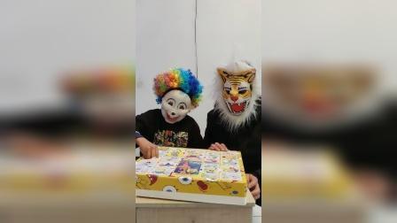 小丑来拆玩具了
