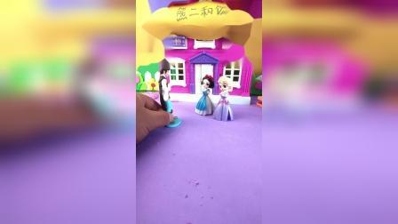 王子看见两个白雪公主