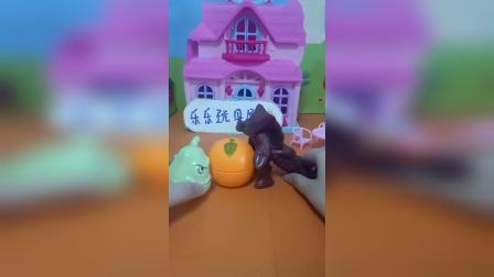 怪兽要抢倭瓜的橘子小朋友们帮倭瓜打败怪兽