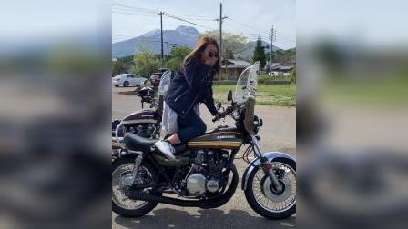 日本妹子踩发摩托