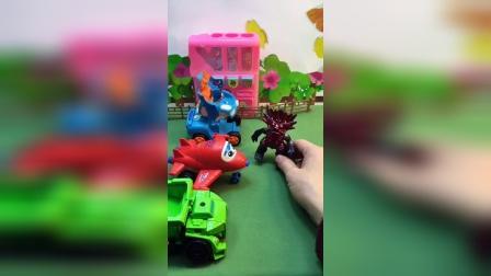怪兽要抓小朋友,超级小飞侠开始变身,怪兽认怂了