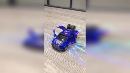 男孩子就是喜欢汽车,儿子看到这个开心极了