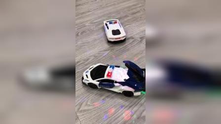 儿子见到这个变形汽车,就连手机也不玩