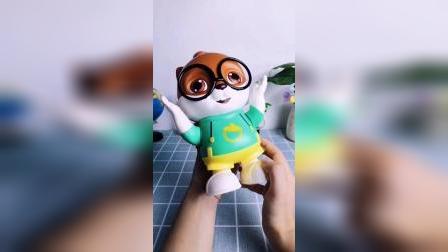 这款三只松鼠电动跳舞玩具,小孩不哭闹
