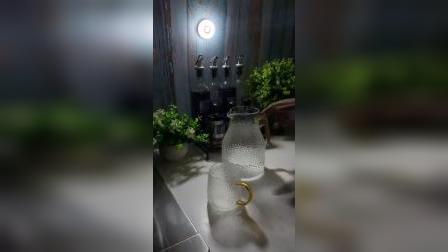 家里很多地方,特别适合装这样的小夜灯