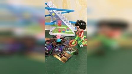 少儿玩具:用奥特曼卡片吓跑怪兽