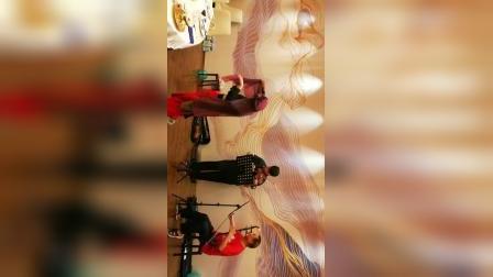 欢歌载舞欢庆三八妇女节。🌹🌹🌹