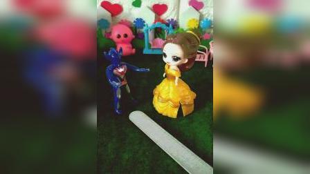 趣味童年:小猪佩奇和迪士尼公主玩具