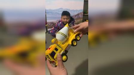 宝宝最爱的混凝土车