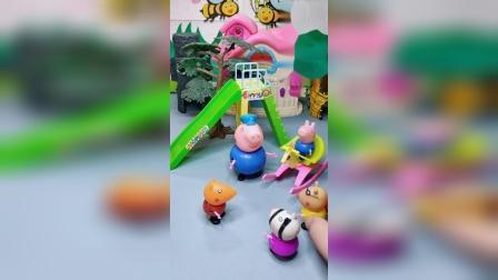 乔治想玩小木马,猪爷爷抢小朋友的玩具,小朋友们教育猪爷爷