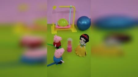 佩奇和白雪吃口红糖,乔治也想要