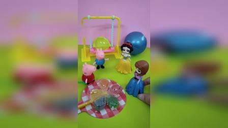 佩奇不分享糖果,白雪和安娜不和她玩了