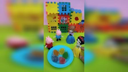 佩奇把糖果分享给白雪和安娜吃