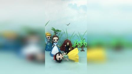 贝儿为了王子,竟然让巫婆对付白雪,谁能救白雪醒来呢?