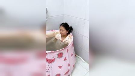 这个浴桶很厚实,满足泡澡需求