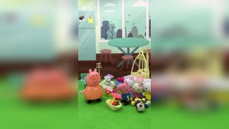 乔治的玩具没地方放了,要扔姐姐的洋娃娃,结果被佩奇听到了