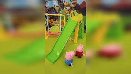 佩奇和乔治去玩滑滑梯