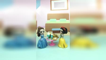 贝儿想独占零食,就为难白雪,她俩谁说的对呢?