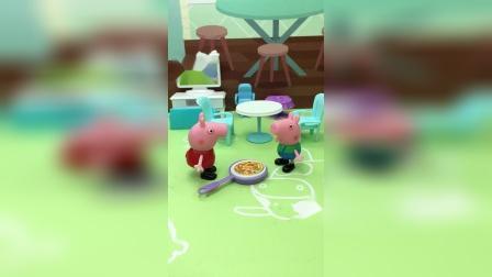 乔治饿了,向姐姐要吃的,佩奇只给他喝饮料