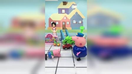 猪爷爷带乔治逛街,乔治耍赖要买玩具