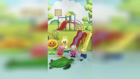 小羊苏西和瑞贝卡嘲笑小乌龟的壳儿难看,不跟小乌龟玩,佩琪教育她们