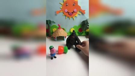 怪兽看到了好大的胡萝卜,这是谁的呢?