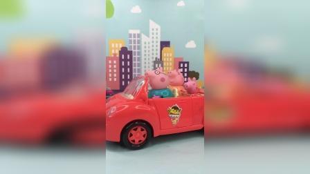 猪爸爸开车太快,被警察批评处罚了