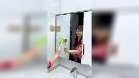 带喷水的刮玻璃神器,清理玻璃很方便