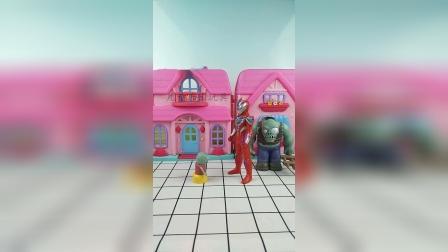 奥特曼抓了巨人僵尸,佩奇乔治想帮小鬼