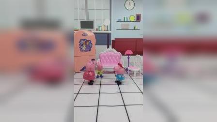 猪妈妈在训乔治,佩奇和猪爸爸来求情,结果都被训了