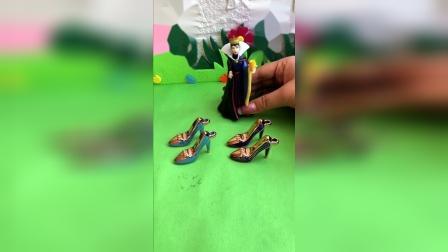 少儿玩具:母后给白雪贝儿准备的高跟鞋