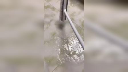 开箱:二合一地板刷,可以刷地,也可以刮水