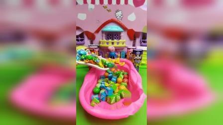 少儿玩具:这么好的浴池呀