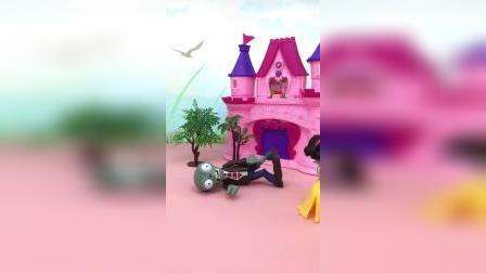 亲子玩具:贝尔为了保护白雪受伤了