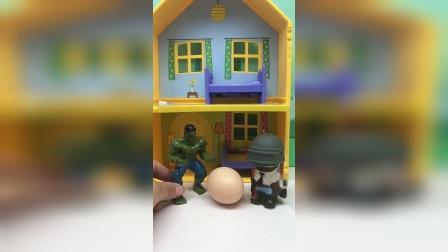 二弟整个奥特曼的蛋吓坏了大哥