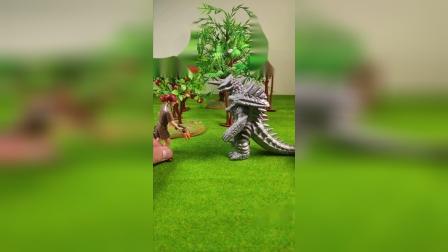 怪兽像想苹果吃,被大叔儿子捉到!