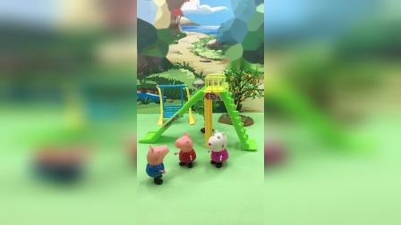 乔治不敢玩滑梯,佩奇和苏西鼓励乔治!